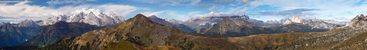 Ansicht von Passo Giau zu Sella gruppe und Marmolada Lizenzfreies Stockbild