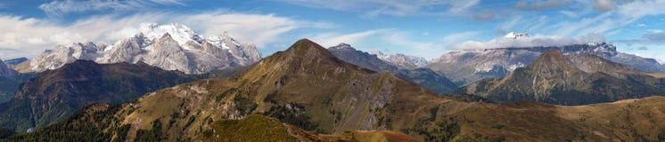 Ansicht von Passo Giau zu Sella gruppe und Marmolada Stockfoto