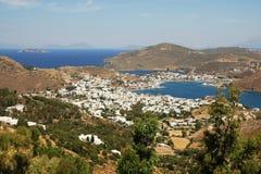 Ansicht von Patmos Insel von Chora, Stadt von Skala, der Hauptkanal Lizenzfreie Stockfotos