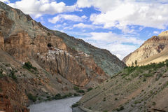 Ansicht von Phuktal-Kloster Lizenzfreie Stockfotografie