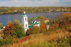 Ansicht von Ples-Stadt, Russland Heiliges Barbara Church Lizenzfreie Stockfotografie