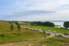 Ansicht von Pleshcheyevo See und von Stadt von Pereslavl-Zalessky vom Alexander-Berg-Yarilina-plesh lizenzfreie stockfotografie