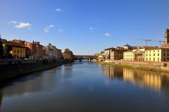 Ansicht von Ponte Vecchio und Fluss in Florenz Stockbild