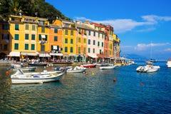 Ansicht von Portofino, ein italienisches Fischerdorf, Genua-Provinz, Italien Ein Touristenort mit einem malerischen Hafen und ein stockbild