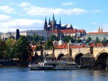Ansicht von Prag-Schloss und von Heiliges Vitus-Kathedrale, Prag, Tschechische Republik Lizenzfreie Stockfotos