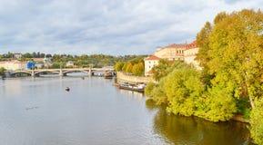 Ansicht von Prag, Tschechische Republik auf dem Ufer von der Moldau Lizenzfreies Stockbild