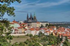 Ansicht von Prag vom Petrin H?gel lizenzfreie stockfotografie