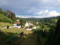 Ansicht von Predjama-Schloss Stockfotografie