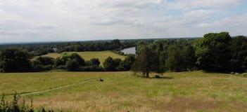 Ansicht von Richmond Hill in Richtung zur Themse in Surrey Großbritannien Lizenzfreies Stockfoto