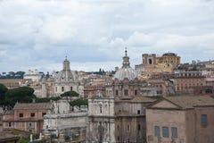 Ansicht von Rom von einem Hügel. Stockfoto