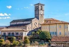 Ansicht von Romanesque Sans Vittore Kirche gelegen in der Stelle Canonica von Brezzo di Bedero über See Maggiore in der Provinz v stockfotos