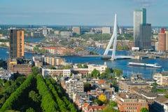 Ansicht von Rotterdam-Stadt und von ERASMUS-Brücke lizenzfreies stockbild