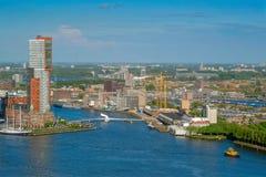 Ansicht von Rotterdam-Stadt und von Fluss Nieuwe Maas stockfoto