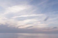 Ansicht von ruhigem bewölktem Meer Lizenzfreies Stockbild