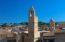 Ansicht von Salon de Provence mit den typischen und Glockentürmen, Frankreich lizenzfreies stockfoto