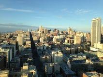 Ansicht von San Francisco von der Spitze des Gebäudes lizenzfreie stockbilder