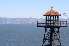 Ansicht von San Francisco vom Alcatraz Abdeckung-Kontrollturm Stockfotos