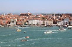 Ansicht von San Giorgio Maggiore über Venedig, Italien stockbilder