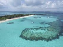 Ansicht von sandigen Zehen Insel, Bahamas setzt auf den Strand Stockbild