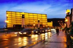 Ansicht von Sant Sebastian Kursaal-Kongresszentrum am Abend Lizenzfreie Stockbilder