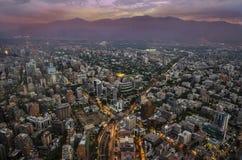 Ansicht von Santiago de Chile mit Gebirgszug Los Anden in der Rückseite Lizenzfreies Stockbild
