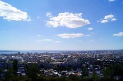 Ansicht von Saratow und Volga von einer Aussichtsplattform vom Sieg parken Lizenzfreies Stockbild