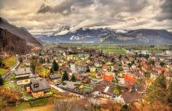 Ansicht von Sargans-Dorf in den Alpen Stockbilder
