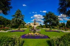 Ansicht von schönen Gärten in Brodsworth Hall Stockfoto