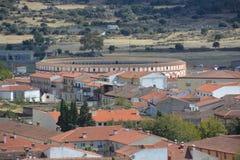 Ansicht von Schloss zu Stierkampfarena - Trujillo Extremadura Spanien Stockbild