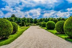 Ansicht von Schonbrunn-Gärten Lizenzfreies Stockbild