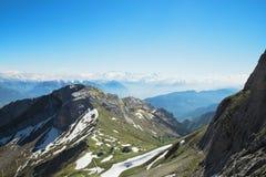 Ansicht von Schweizer Alpen im Sommer vom Berg Pilatus Stockbild