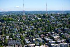 Ansicht von Seattle und von Radiotürmen von der Raum-Nadel Lizenzfreie Stockbilder
