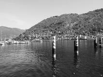 Ansicht von See Como in Schwarzweiss Stockfotografie