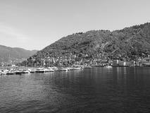 Ansicht von See Como in Schwarzweiss Lizenzfreie Stockfotos