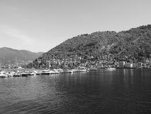 Ansicht von See Como in Schwarzweiss Lizenzfreie Stockbilder