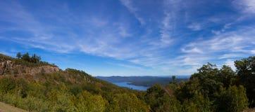 Ansicht von See George Lizenzfreies Stockbild