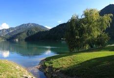 Ansicht von See Ledro in Italien lizenzfreies stockbild