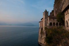 Ansicht von See Maggiore in Santa Caterina del Sasso, Italien Stockfotografie