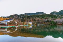 Ansicht von See Yunoko in der Herbstsaison, Nikko, Tochigi, Japan lizenzfreie stockfotografie