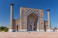 Ansicht von Sher-Dor Madrasah in Samarkand, Usbekistan Lizenzfreie Stockbilder