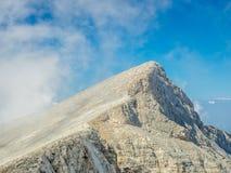 Ansicht von skolio Spitze in den Wolken Lizenzfreies Stockfoto