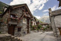 Ansicht von Sonogno-Dorf, Bezirk Tessin, die Schweiz lizenzfreies stockbild