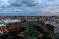 Ansicht von St. Isaac& x27; s quadrieren von der Kolonnade von St. Isaac& x27; s-Kathedrale in St Petersburg, Russland Lizenzfreies Stockbild