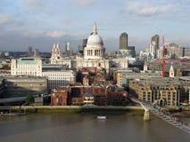 Ansicht von St- Paul` s Kathedrale, London, Großbritannien Lizenzfreie Stockfotografie