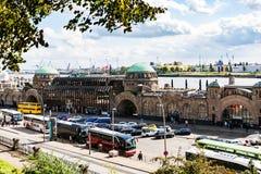 Ansicht von St. Pauli Landungsbrucken in Hamburg-Hafen stockfoto