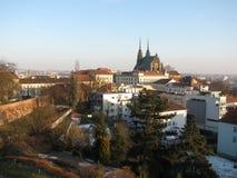 Ansicht von St Peter Kirche in Brno von Å-pilberk lizenzfreie stockbilder
