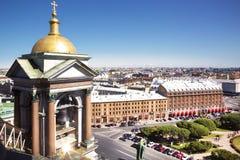 Ansicht von St Petersburg von Kathedrale St. Isaacs und einer seiner Glockentürme, Stockbild