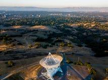 Ansicht von Stanford Sattelite Dish von der Luft Lizenzfreies Stockfoto