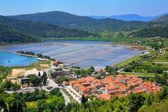 Ansicht von Ston-Stadt vom Verteidigungswall, Peljesac-Halbinsel, kroatisch lizenzfreie stockfotografie