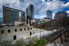 Ansicht von Straße und von Gebäuden Hagerman in im Stadtzentrum gelegenem Toronto, Ontar Stockbilder